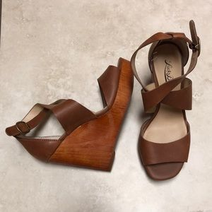 NWOB Lucky Brand leather & wood brown wedges
